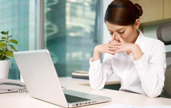 cách ngăn mỏi mắt khi nhìn lâu vào máy tính